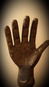 כף היד של משפחת עבו - מבט מבפנים